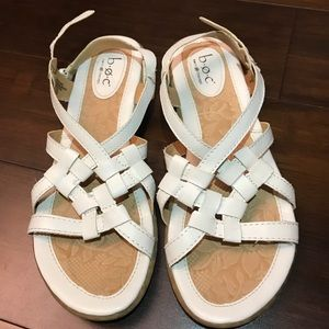 b.o.c Born white strappy Sandals sz 9